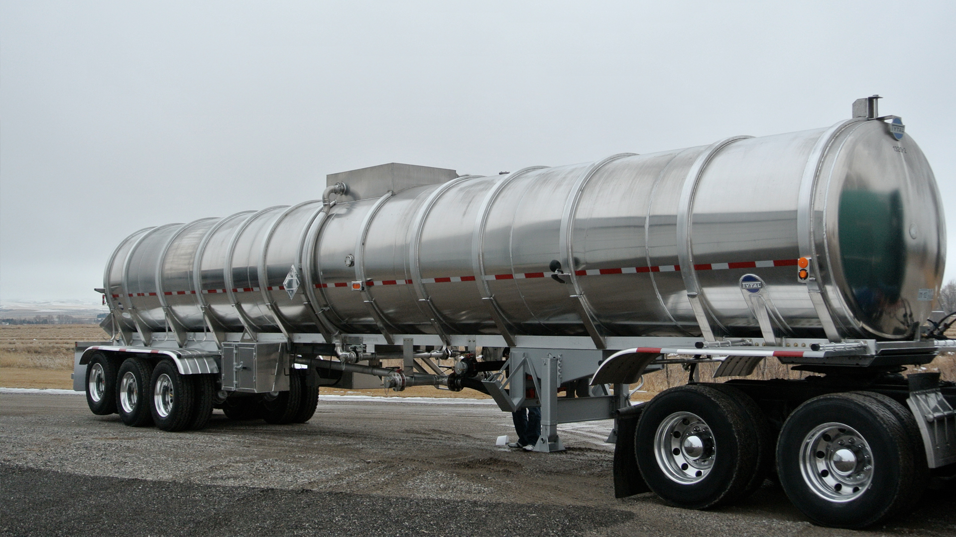 Unsafe tank trailers legally require repairs fleet clean for Who is subject to federal motor carrier safety regulations